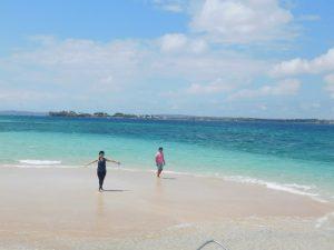Pulau Pasir Lombok timbul saat air laut surut