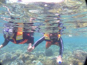 snorkeling di Gili Air bersama pasangan