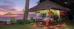 berugak dan pantai di Hotel Aruna Senggigi