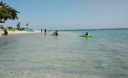 pantai senggigi lombok barat penuh hiburan asik