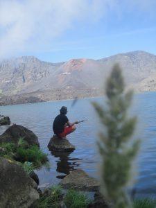 mancing ikan di Danau Segara Anak