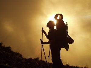 perlengkapan peralatan hiking dan mendaki keren